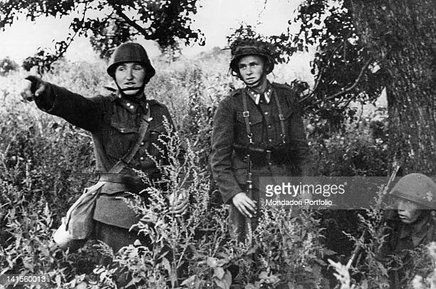 On the central front an officer giving instructions to a sentinel of the Slovak division USSR September 1941