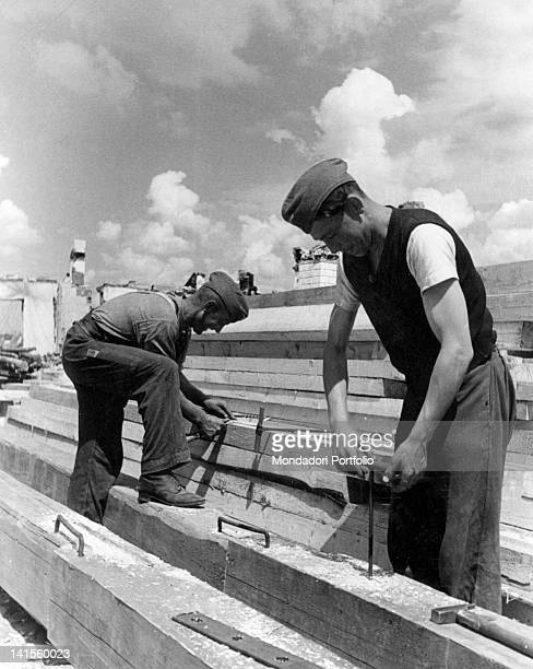 On the central front workers of the OT preparing the material necessary or building bridges Russia October 1941