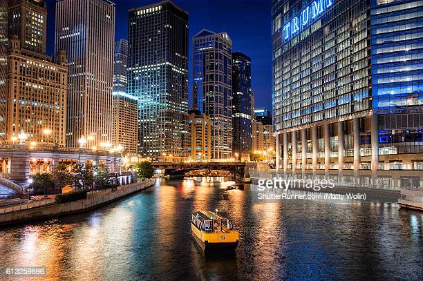 on the chicago river - chicago river stock pictures, royalty-free photos & images
