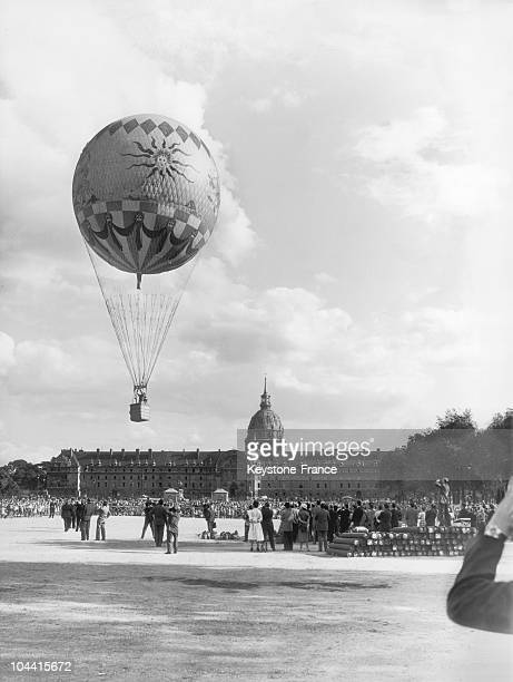 On the esplanade of the Invalids in Paris the balloon used by the actor David NIVEN alias Phileas FOGG in the film AROUND THE WORLD IN 80 DAYS takes...