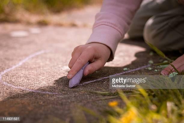 on the garden path - 炭酸石灰 ストックフォトと画像