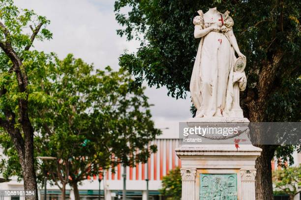 on the grounds of la savane park in fort-de france, was erected a carrara marble statue in 1859 but, that representation of josephine bonaparte, wife of napoleon the 1st, was beheaded in 1991. - decapitated stock pictures, royalty-free photos & images