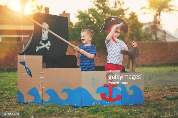 a la caza de tesoros enterrados - pirata fotografías e imágenes de stock