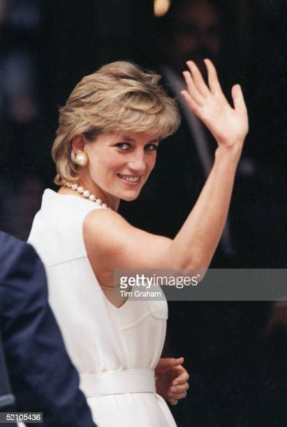 On The Last Day Of Her Visit To Chicago Princess Diana Waves To Enthusiastic Crowd.