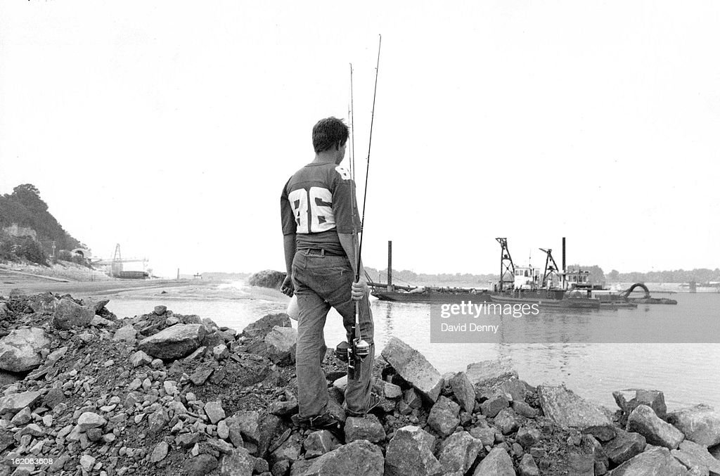 JUN 30 1988, JUL 3 1988; On the Mississippi River, at St. Genevieve, about an hour south of St. Loui : News Photo