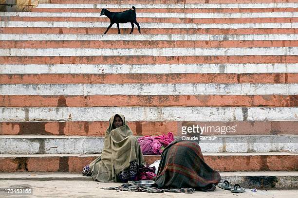 CONTENT] On the occasion of the full moon of february plenty of beggars sit on the ghats in Varanasi waiting for food or money