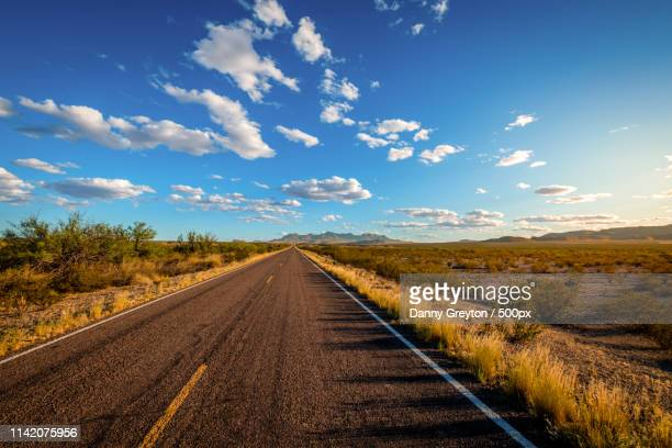 on the road again - costa del golfo degli stati uniti d'america foto e immagini stock