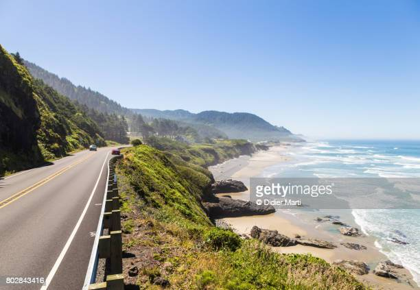 on the road along the stunning pacific coast in oregon, usa - califórnia imagens e fotografias de stock