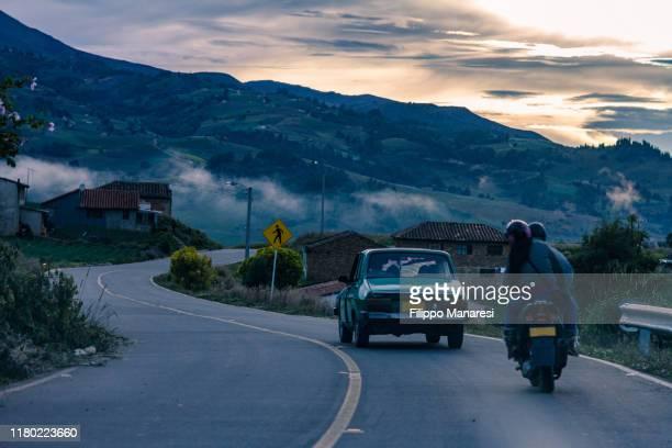 on the road - colombia fotografías e imágenes de stock
