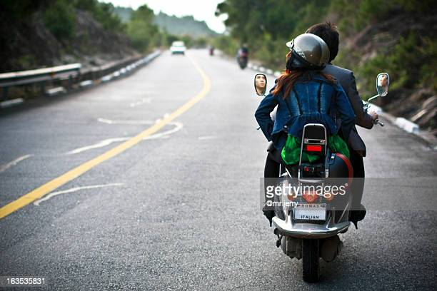 on the road - のりものに乗る ストックフォトと画像