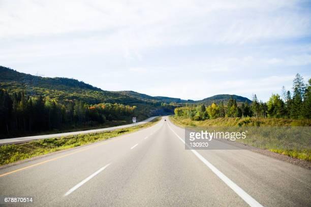 on the road - 一本道 ストックフォトと画像