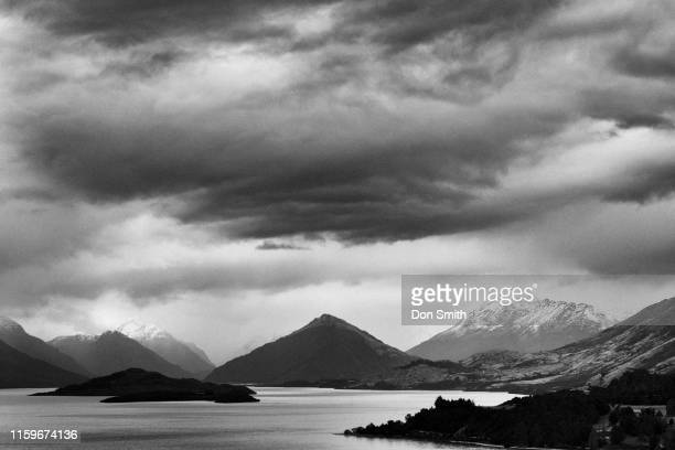 on the road to glenorchy - don smith ストックフォトと画像