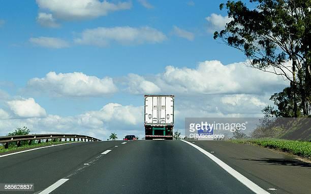 on the road under blue sky. - crmacedonio stockfoto's en -beelden