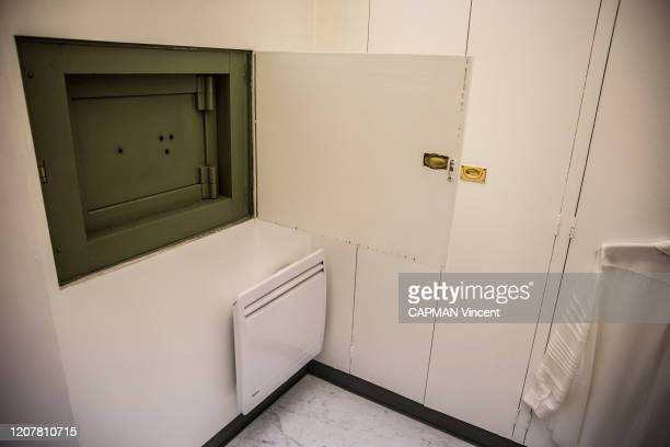 On the second floor at the City hall, the safe. It's Jacques Chirac, mayor from 1977 to 1995, installed it, the safe is photographed for Paris Match...