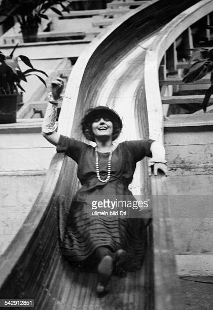 On the slide Actress Evelyn Laye on a slide at the amusement park in Crystal Palace London undated probably 1925 Vintage property of ullstein bild