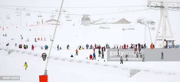 on the slopes - val thorens stock pictures, royalty-free photos & images