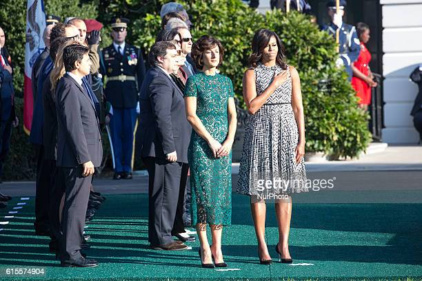 On the South Lawn of the White House in Washington, D.C., U.S., on Tuesday, Oct. 18, 2016., , Mrs. Agnese Landini, and First Lady Michelle Obama,...