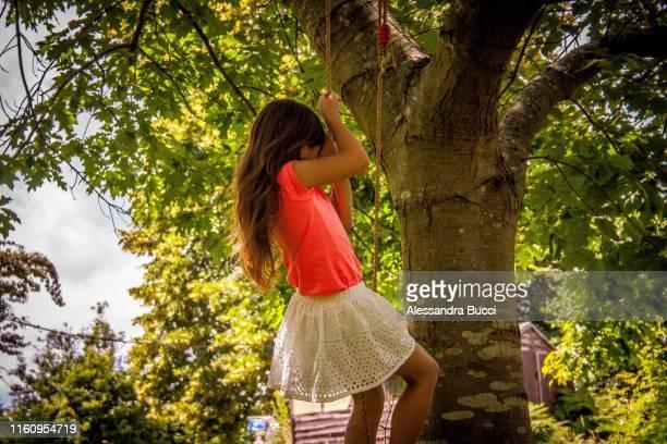 on the swing - girl power provérbio em inglês - fotografias e filmes do acervo