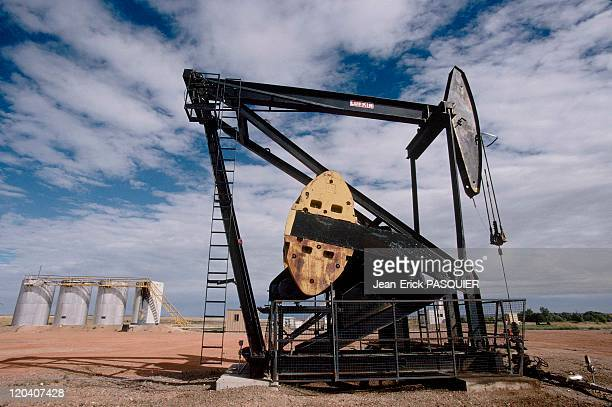 On the tracks of Lewis and Clark in United States in 1997 - Oil well in North Dakota.