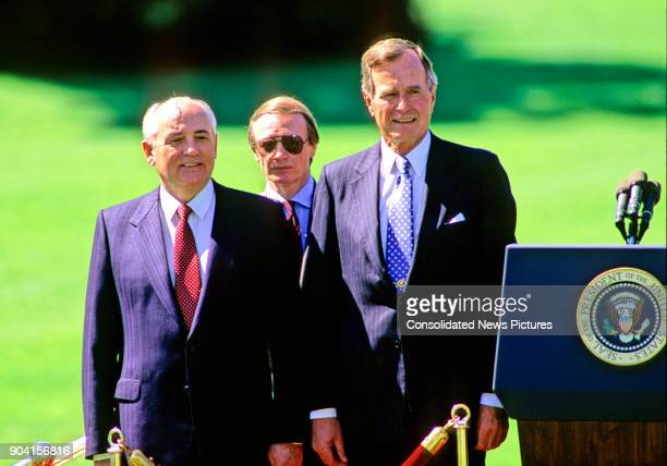On the White House's South Lawn Soviet President Mikhail Gorbachev and US President George HW Bush during the arrival ceremony in honor of the...