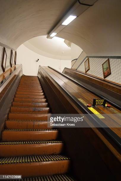 on the wooden escalator, saint anna tunnel, antwerpen, belgium - 1931年 ストックフォトと画像