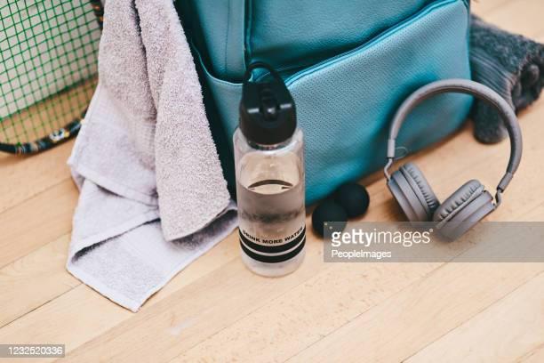 このコートでは、あなたは何のために準備する必要があります - スポーツバッグ ストックフォトと画像