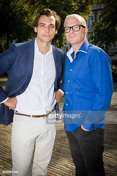 THE HAGUE On Thursday in front of parliament building journalists Jan Roos and Thierry Baudet stopped by with a petition signed by over 150 thousand...