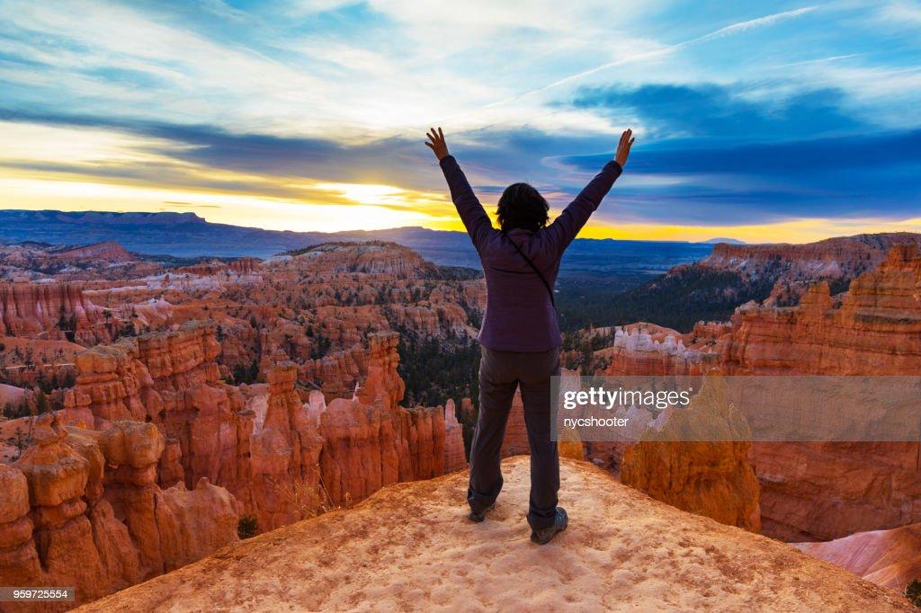 Auf Bryce Canyon mit erhobenen Händen : Stock-Foto