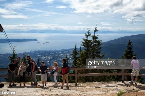 グラウス山、ノース バンクーバー、カナダの上に - grouse mountain ストックフォトと画像