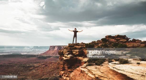 no topo do parque nacional de canyonlands - descrição geral - fotografias e filmes do acervo