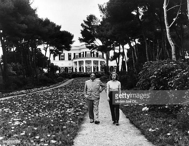 Onassis Aristoteles *Reeder Griechenland mit Ehefrau Tina in ihrem Haus 'Chateau de la Groce' in Antibes 1956 identisch mit Bild