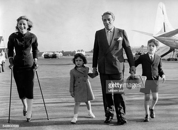 Onassis Aristoteles Entrepreneur Shipowner Greece * with his wifeChristina and the children Christina and Alexander after thier arrival at the...