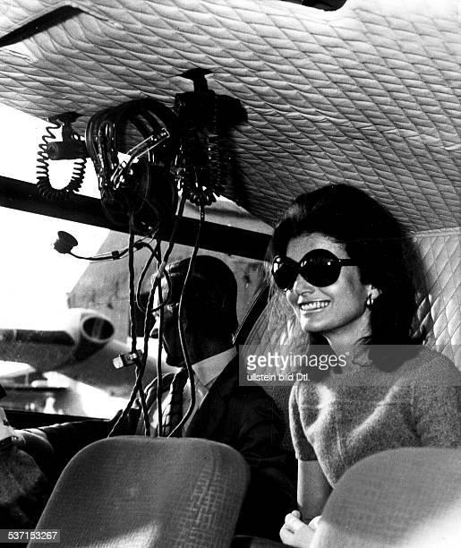 Onassis Jacqueline Journalistin USA Ehefrau von John F Kennedy Ehefrau von Aristoteles Onassis in ihrem Helikopter Dezember 1973