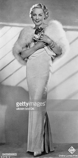 Ondra Anni Actress Germany * in evening dress and fur stole undated Vintage property of ullstein bild