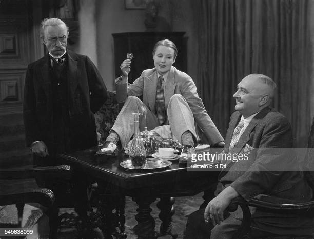 Ondra Anni Actress Germany * Scene from the movie 'Der junge Graf' with Jacob Tiedtke and Hans Junkermann Directed by Carl Lamac Germany 1935 Vintage...