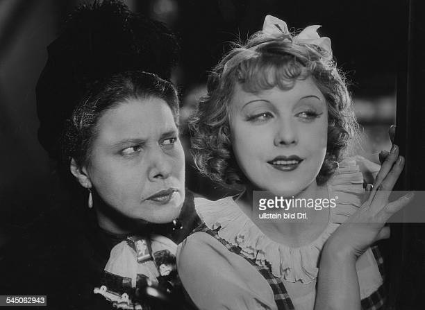 OndraSchmeling Anni Actress Germany * Scene from the movie 'Die Kaviarprinzessin' with Maria Forescu Directed by Carl Lamac Germany 1930 Film...