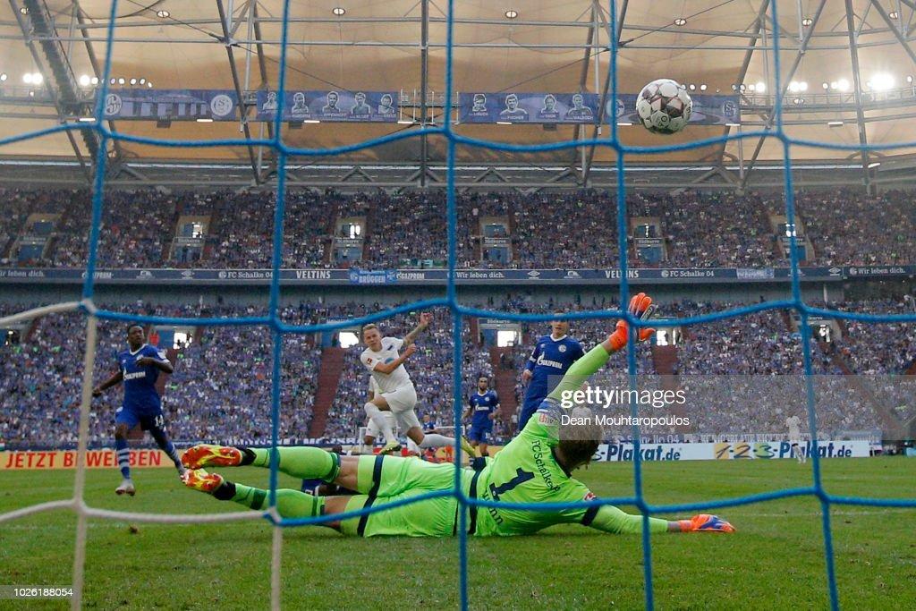 FC Schalke 04 v Hertha BSC - Bundesliga : Nachrichtenfoto