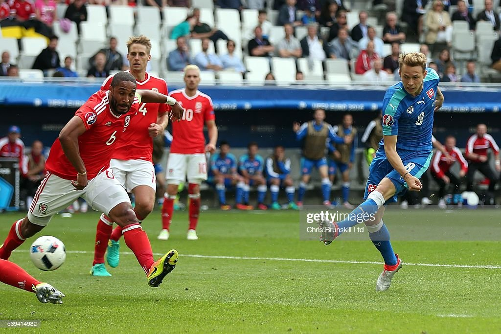 Wales v Slovakia - Group B: UEFA Euro 2016 : News Photo