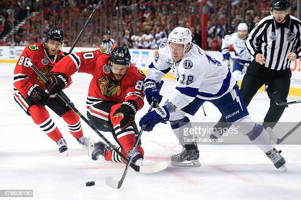 Ondrej Palat of the Tampa Bay Lightning and Antoine Vermette of the Chicago Blackhawks faceoff in the first period during Game Four of the 2015 NHL...