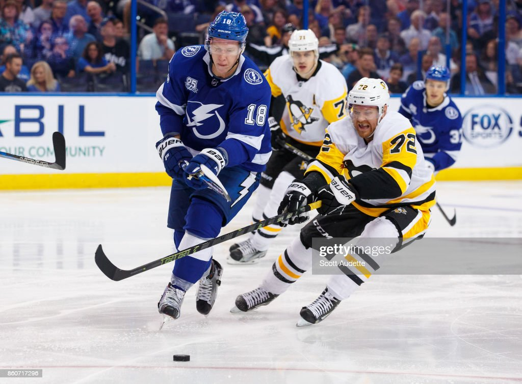 Ondrej Palat #18 of the Tampa Bay Lightning skates against Patric Hornqvist #72 of the Pittsburgh Penguins during the third period at Amalie Arena on October 12, 2017 in Tampa, Florida.