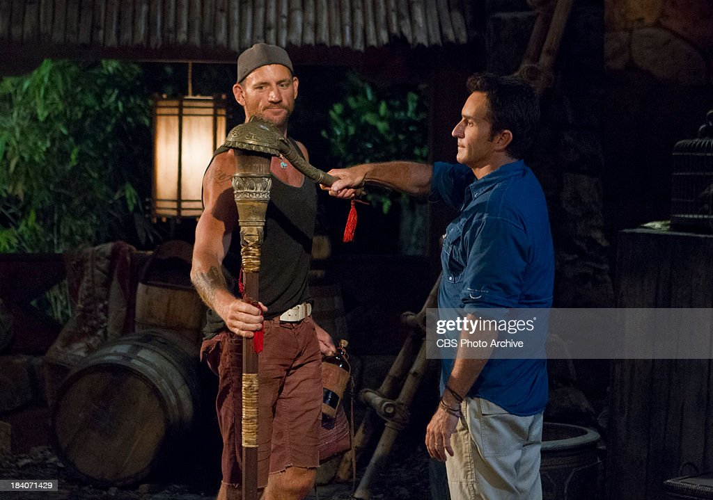 one armed dude and three moms jeff probst extinguishes brad