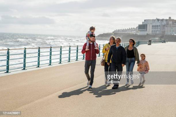 one big happy family - vacations stock pictures, royalty-free photos & images