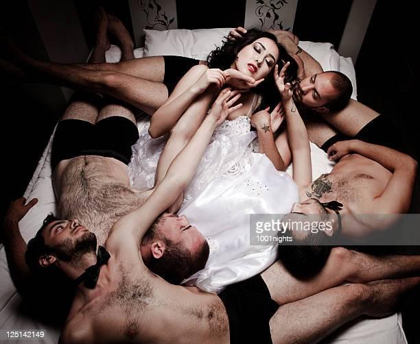una novia cuatro tanto - chico desnudo cuerpo entero fotografías e imágenes de stock