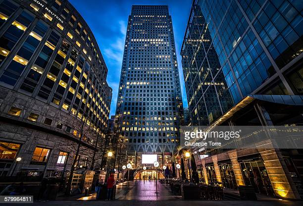 one canada square - canary wharf stock photos and pictures