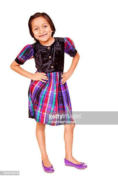 un casual allegro piccolo ragazza indiana in piedi isolato su bianco - 6 7 anni foto e immagini stock