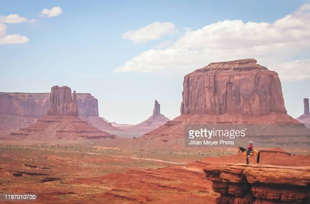 one cowboy overlooking monument valley national park - ウエスタン映画 ストックフォトと画像