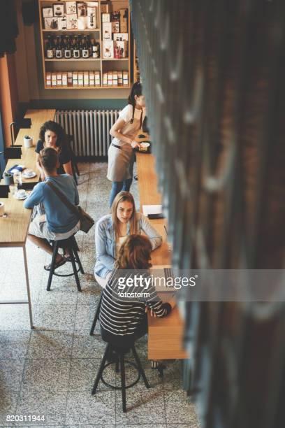 カフェでの 1 日