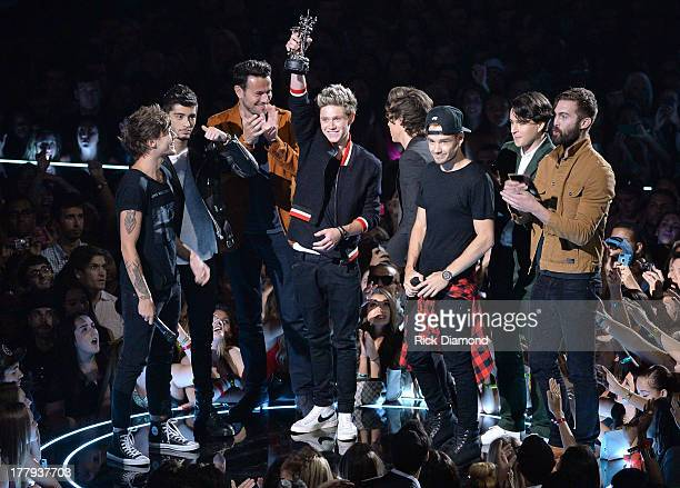 One Direction and Vampire Weekend speak onstage during the 2013 MTV Video Music Awards at the Barclays Center on August 25 2013 in the Brooklyn...