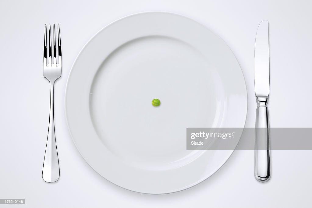 1 エンドウ豆のプレート。テーブルセッティング、クリッピングパスます。 : ストックフォト
