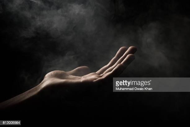 one hand open - low key - fotografias e filmes do acervo